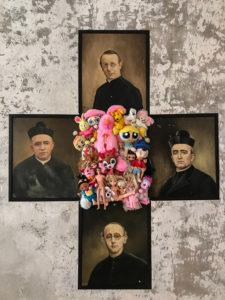 Catho-schismes Catho-schismes, Doudous et anciens portraits de curés 2015 par Laure Boin