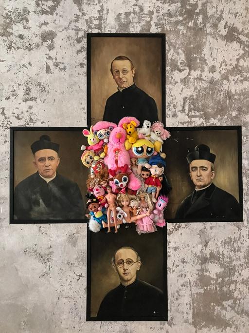 Catho-schismes, Doudous et anciens portraits de curés 2015, by Laure Boin
